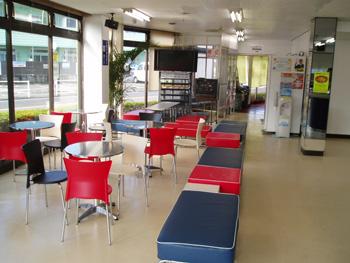 小金井自動車学校受付ロビー
