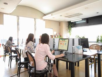 阪和鳳自動車学校学科教習風景